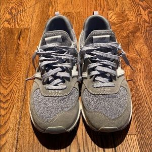 New balance gray sneakers!!! Worn once!!